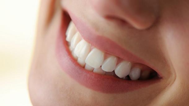سلامت دهان و لثه با ۱۴ مواد خوراکی