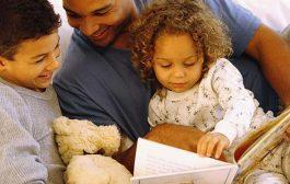 کتابخوانی با صدای بلند برای کودکان دبستانی