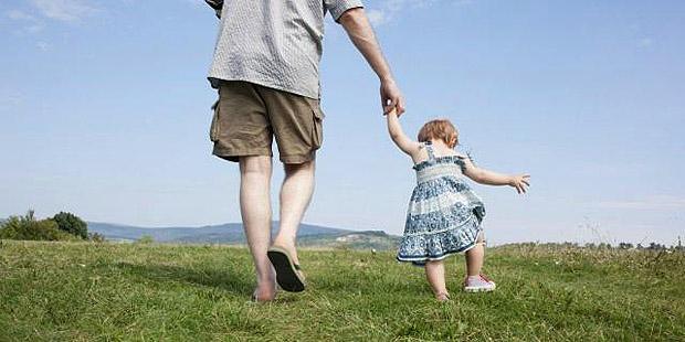۹ برخورد اشتباه والدین با کودکان نوپا