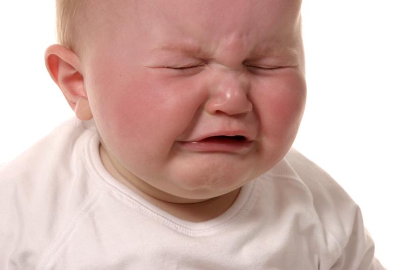 طرز برخورد با گریه کودک