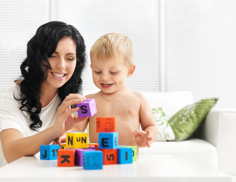 چطور با کودک بازی کنیم ؟
