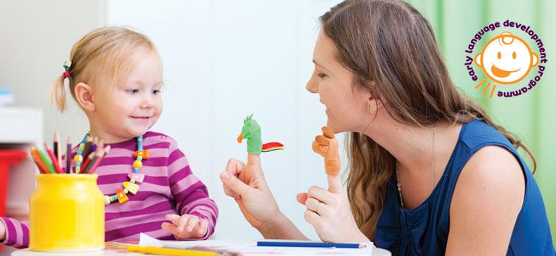 چه عواملی بر رشد گویایی کودک تأثیر دارند