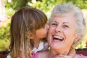 سپردن کودکان به مادربزرگ ها و پدربزرگ ها؛ خوب یا بد؟