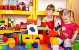 اسباب بازی های رنگی و کودکان بی هویت