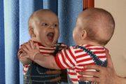گریه کودک را با آینه متوقف کنید