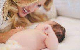 نوازش های مادران تعیین کننده بهداشت روانی در بزرگسالی است