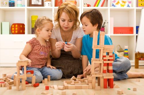 چگونه به کودک بیاموزیم خود را سرگرم کند