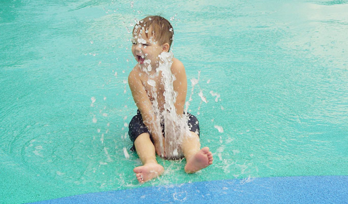 آب بازی در کودکان