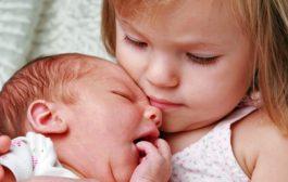 کمک به کودکان در پذيرفتن فرزند جديد خانواده