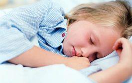 این بچه خواب نداره...!