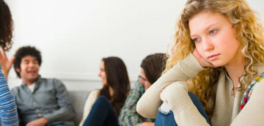 رفتار بچه فاقد اعتماد به نفس در میان همسالان