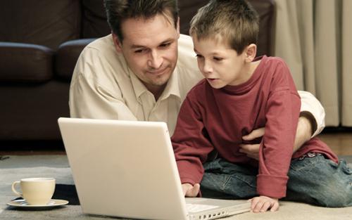 بچه ها را در بزرگراه اینترنت تنها نگذارید