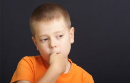 تنبیه کودکان ناخن جویدن را تشدید میکند