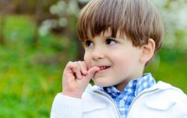 ناخن جویدن در کودکان