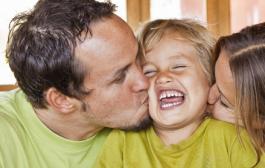 نقش ارتباط والدین در تربیت کودک