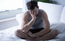 چرا وقتی از خواب بیدار می شوم خسته هستم؟ + راه حل